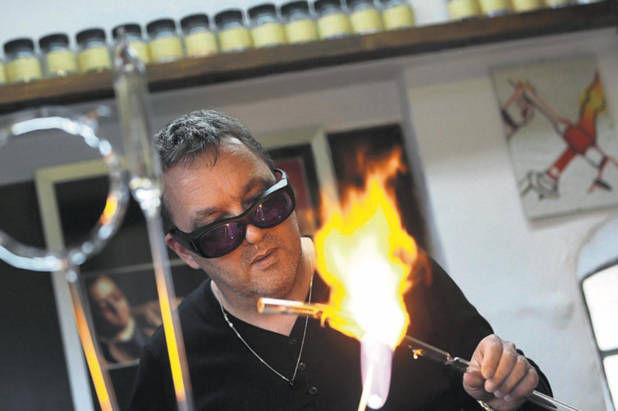 Glasblazer Alwin Overwater - Handwerk - Leeuwarder Courant