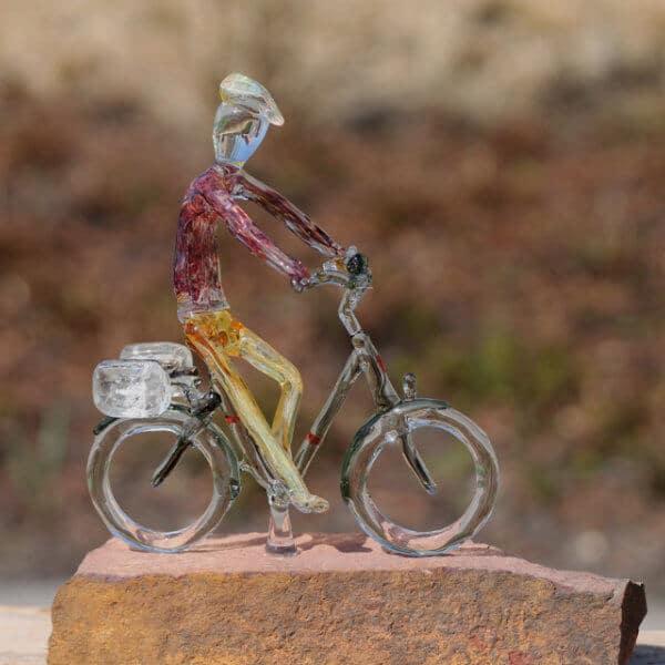 Man op Stella fiets
