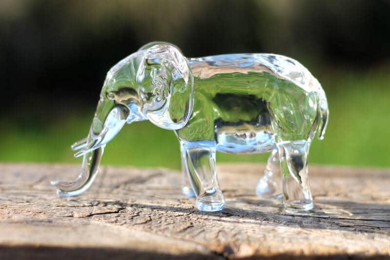 Massief glazen olifant