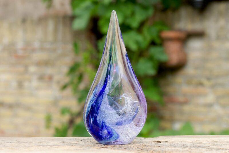 Glazen Druppel as blauw paars