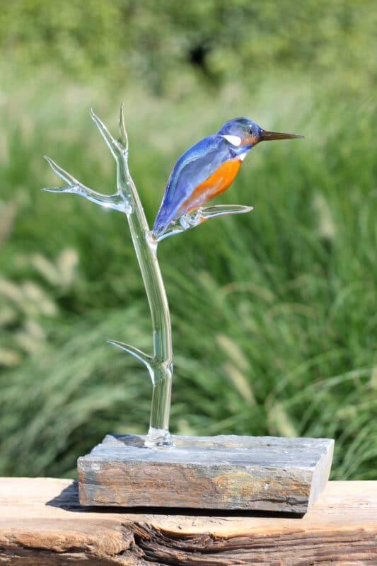 Glaskunst: glazen IJsvogel
